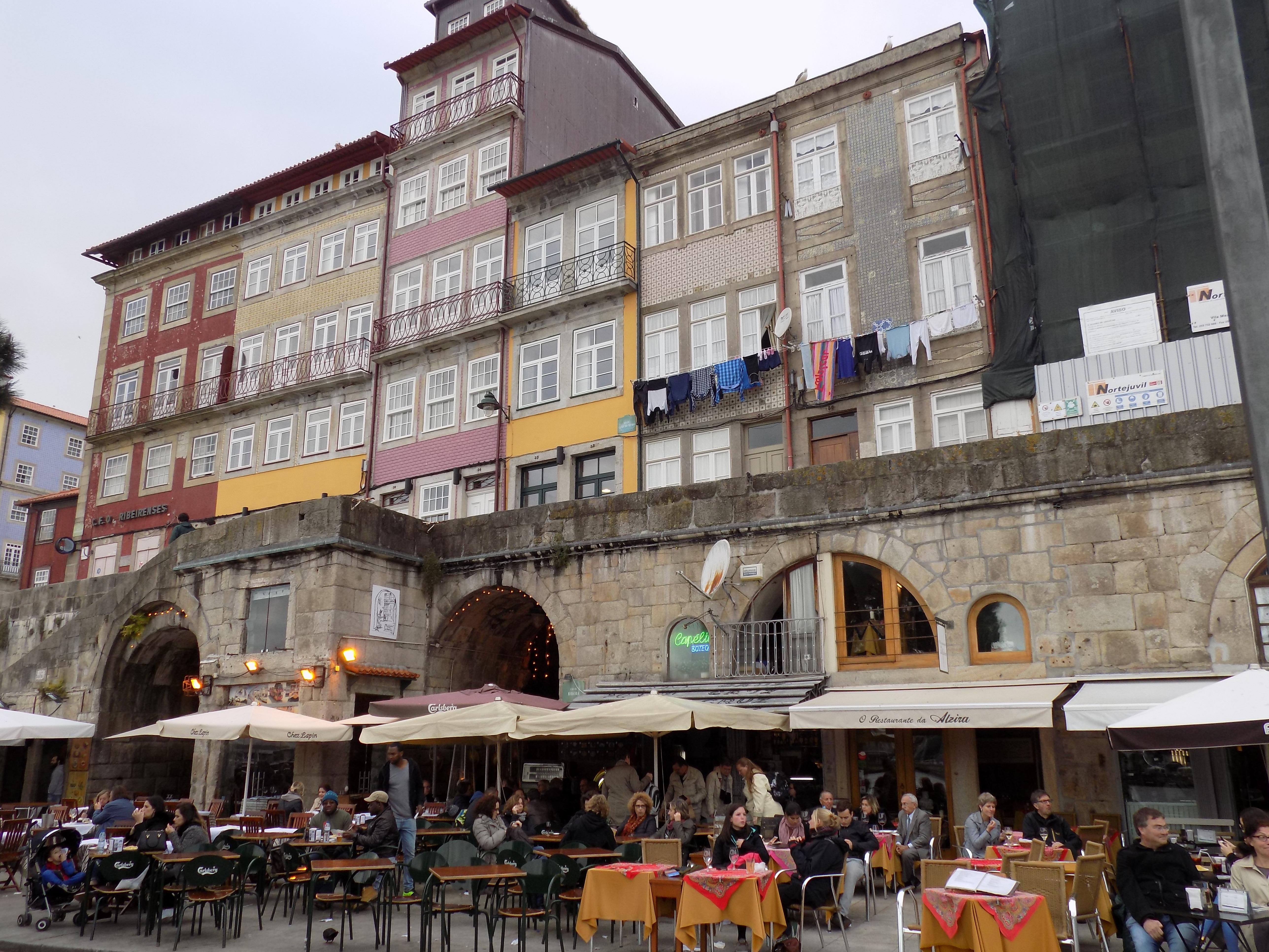 Locali sulla riva del Douro